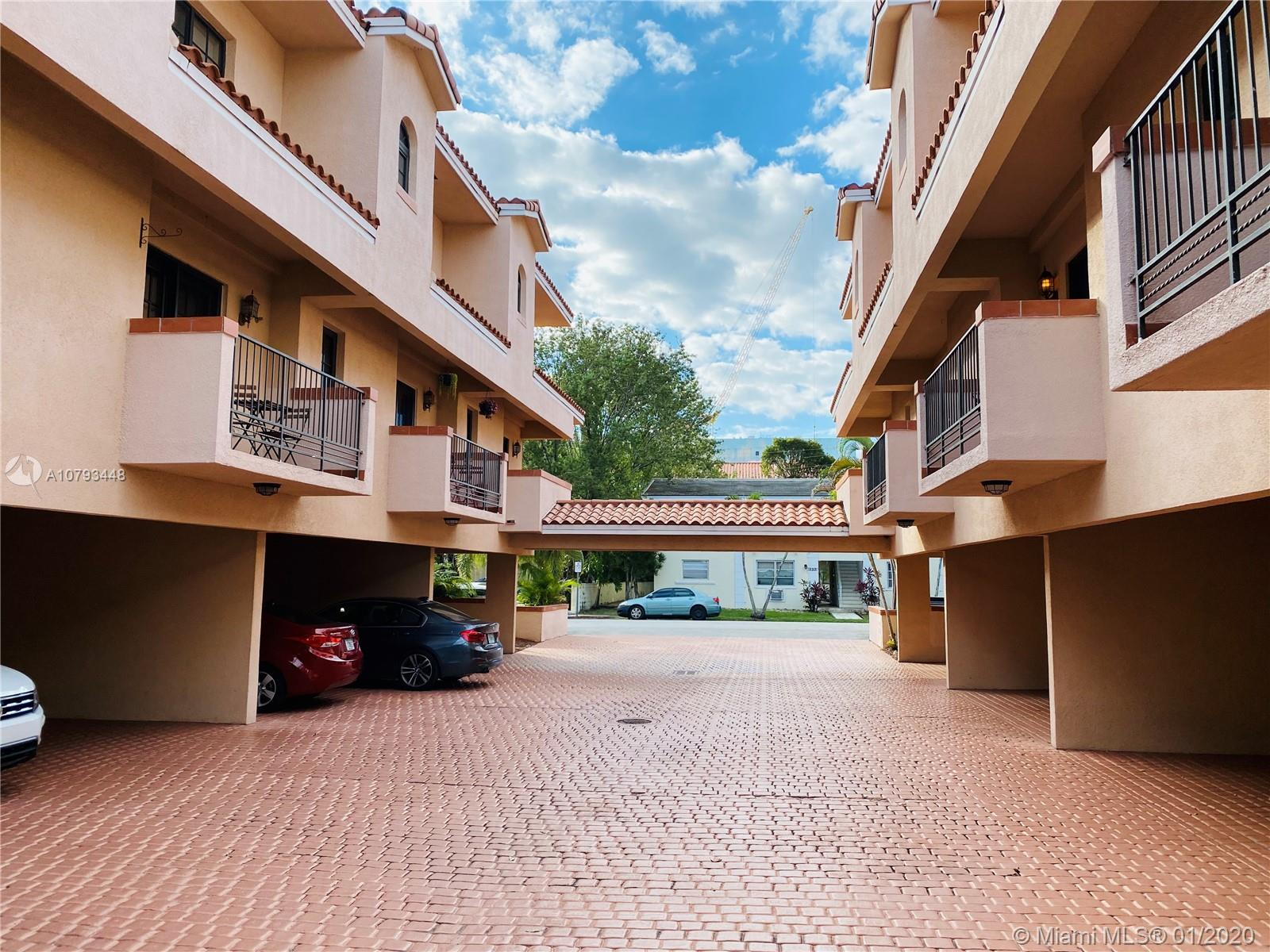 Beautiful 2 bed 2.5 bath corner townhouse in the heart of Coral Gables. Just a few minutes walk to M