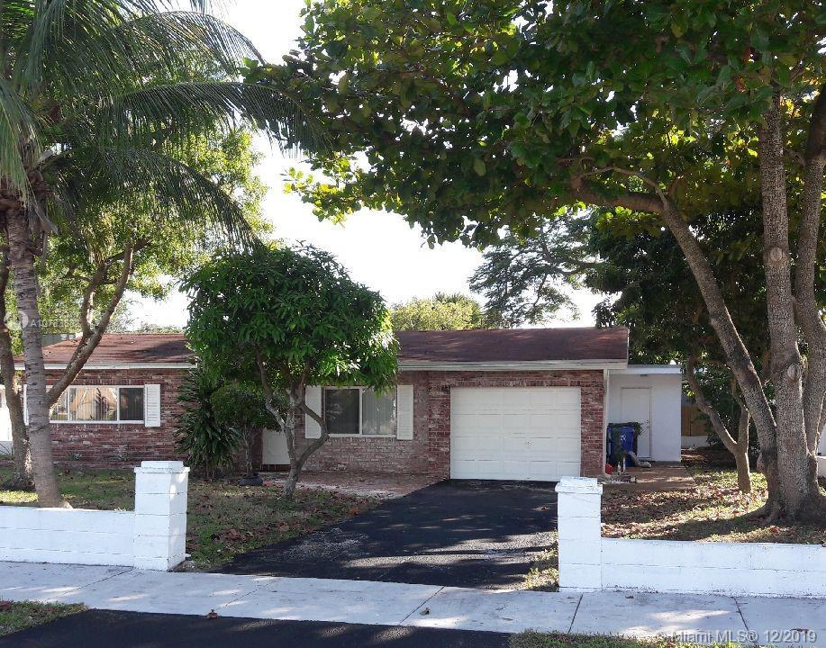 Fantastic home in the heart of Riverland. This beautiful house was fully renovated in 2010 and is in