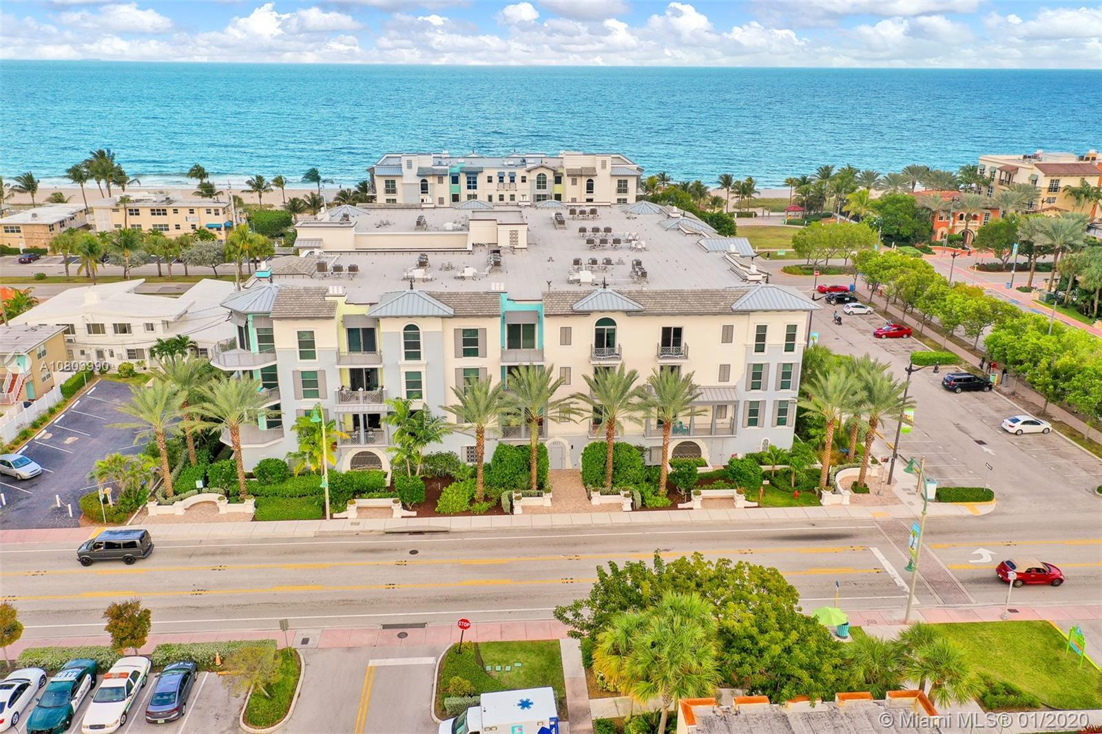 Spectacular penthouse in charming boutique building only moments from the ocean.Fabulous community o
