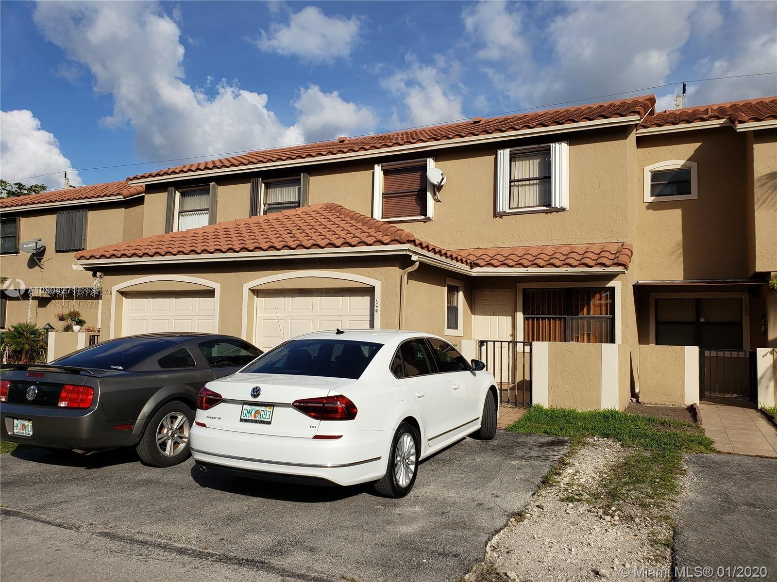Great townhouse for new buyers or investors. Very well maintain condominium. 3 beds 2 Bath and  half