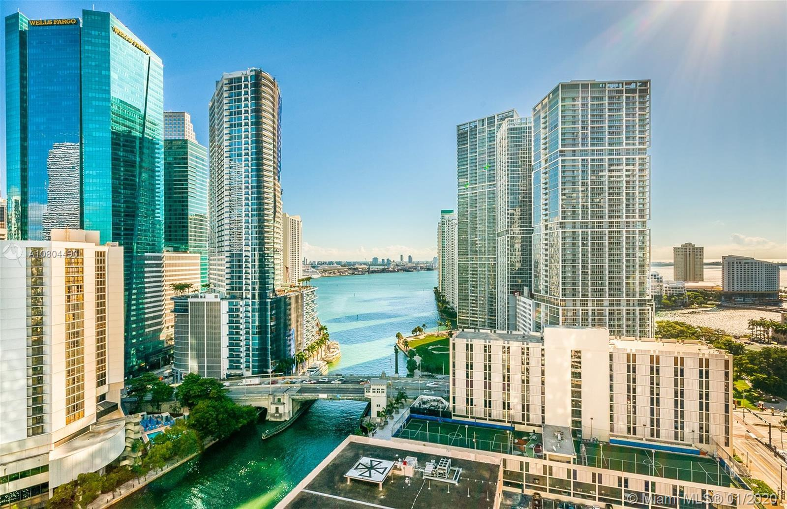 Highly desired Line 10 unit, with Spectacular water and city views. Featuring stainless steel applia