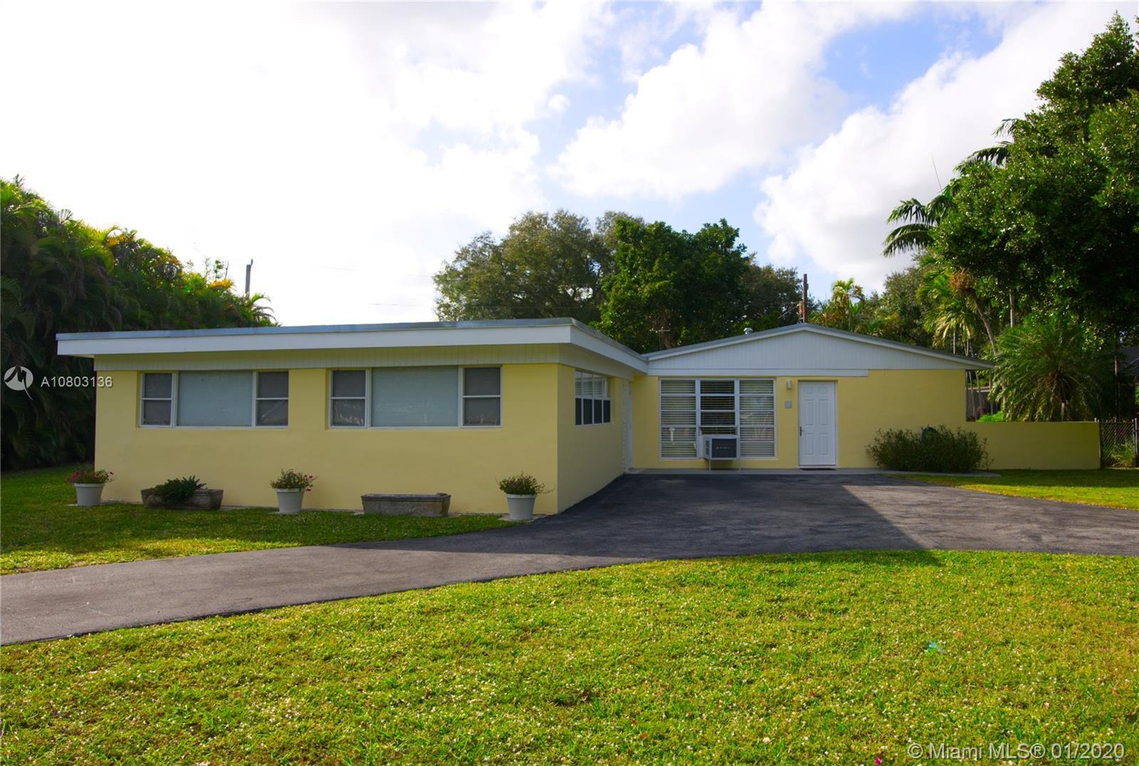 PINECREST BEAUTIFUL CBS BLOCK CONCRETE POOL HOME, 3 BEDROOMS and 2 BATHS with a LARGE SEPARATE ENTRA