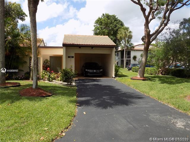 Beautiful Villa at Horizon at Boca Raton. This magnificent corner villa features new enclosed back p
