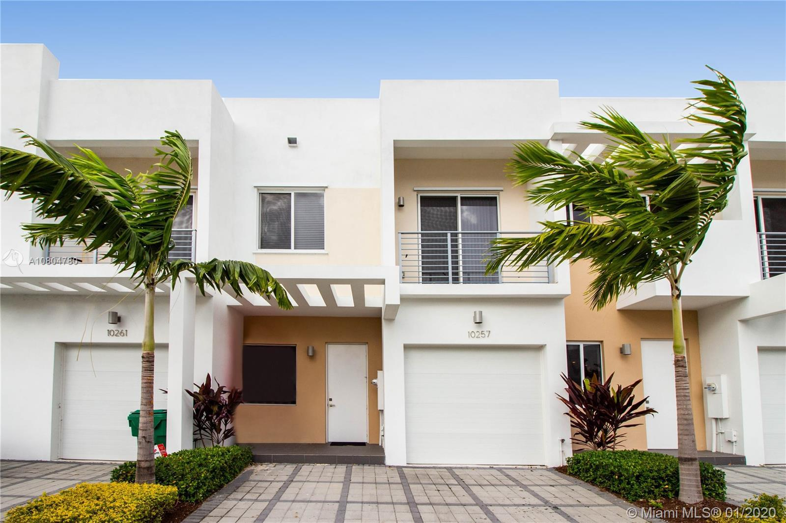 Gorgeous 3 bedroom 2.5 bathroom townhouse in gated community Neovita at Doral. With gym and pool in