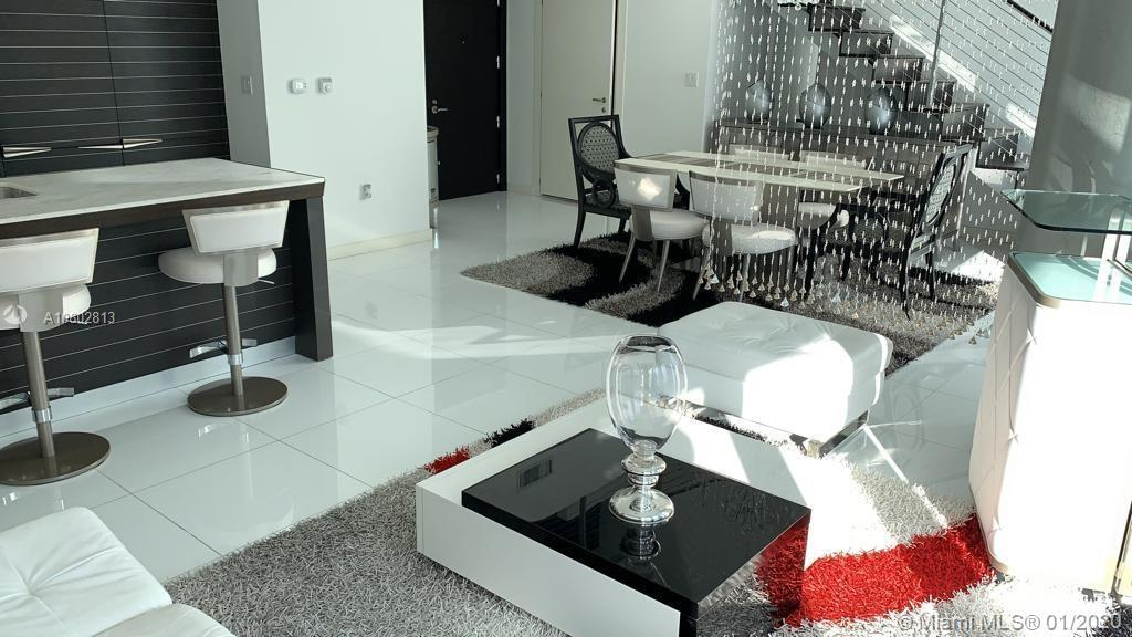 Luxurious town house in the heart of miami, this beautiful two-story apartment beautiful view and sp