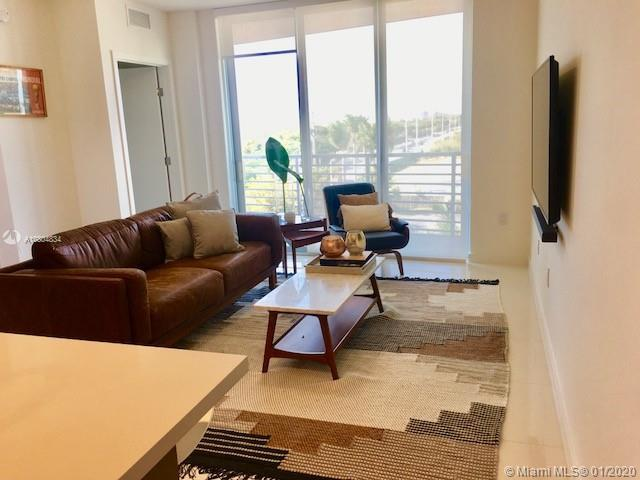Excellent Investment opportunity. Gorgeous  1 bedroom,1 bath unit, in modern Midtown Doral. Floor to