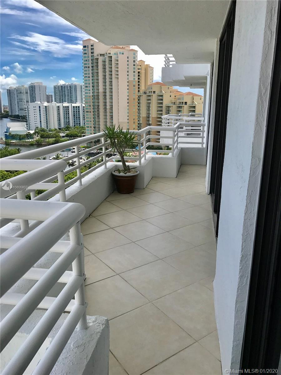 Stunning intracoastal and city views from this spacious 2 Bed 2 Baths in luxury doorman building in