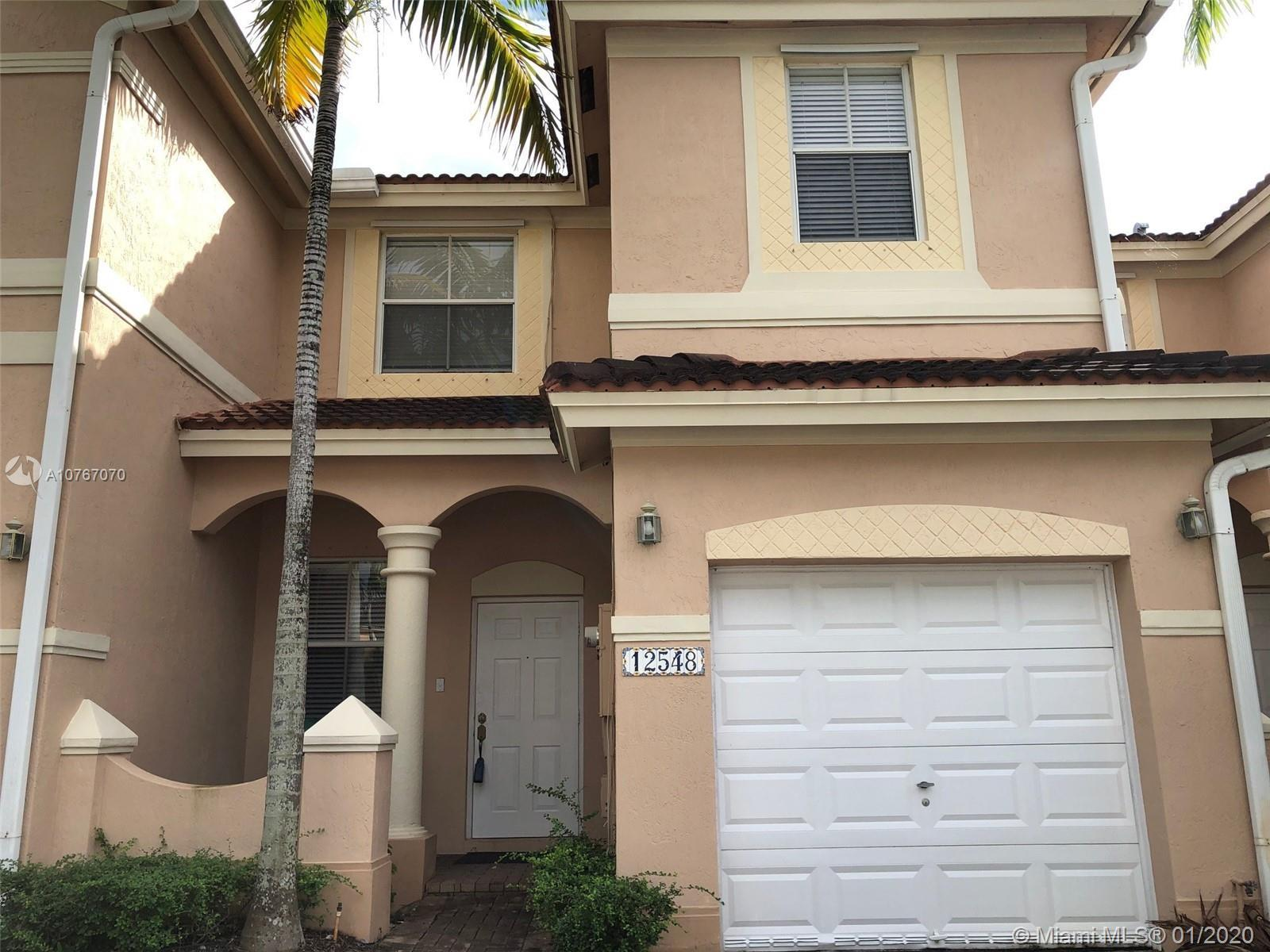 TOWNHOUSE IN EXCELLENT CONDITION AT KENDALL BREEZE. 3 BEDROOMS, 2.5 BATHROOMS AND 1 CAR GARAGE.  TIL