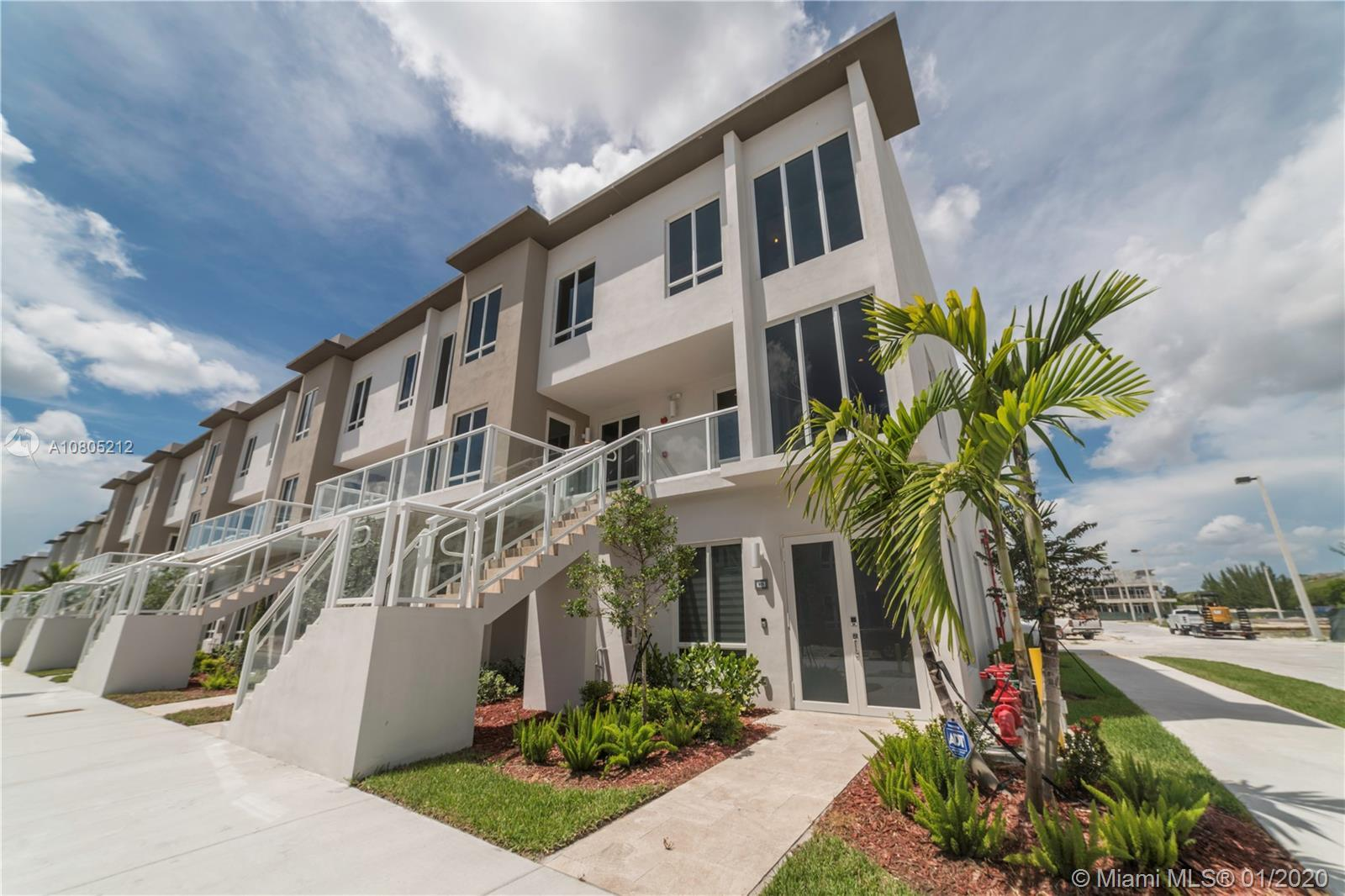 """Discover this ultra modern 3 bedroom 2.5 bathroom + Garage in Doral's newest """"Como-Chic"""" community."""