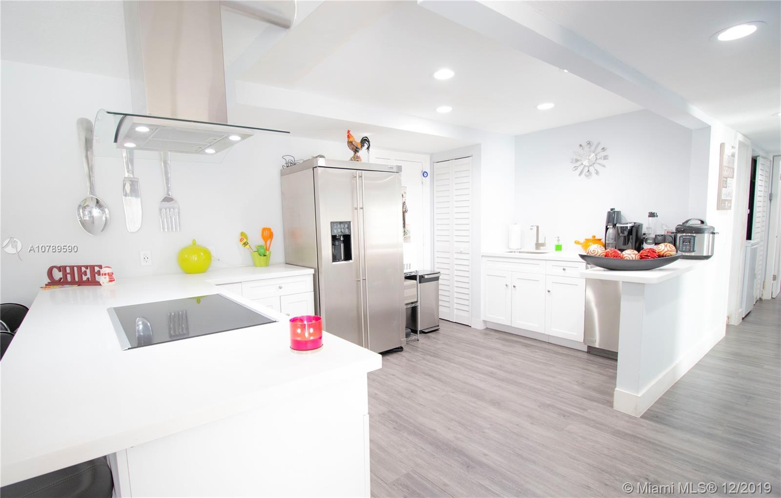 Your buyers will fall in love when they see this beautiful and modern 3 bedrooms 2 baths condo! Prop