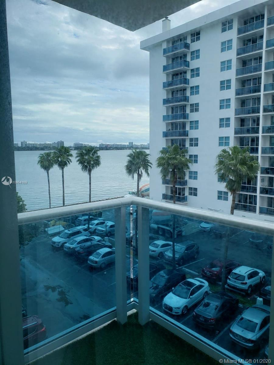 1 bedroom/1 bath condo in a very nice location, right on the bay, the view is on the water.   Swimm