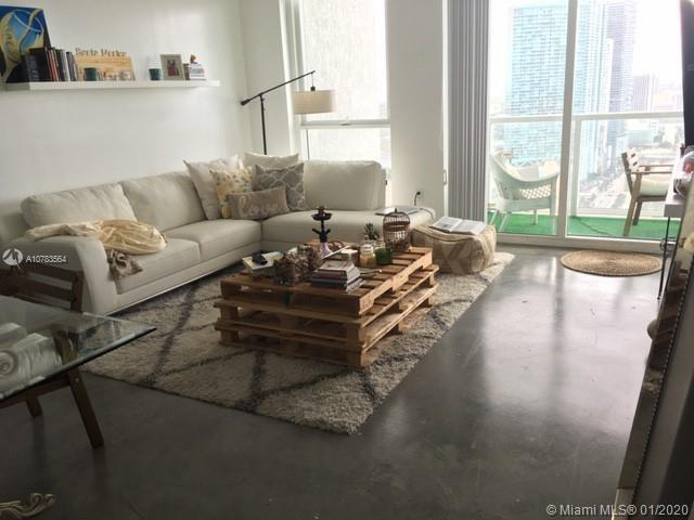 PRICED TO SELL!!! Spectacular views to the ocean & Port of Miami!!! one bed one bath at Vizcayne. Bu