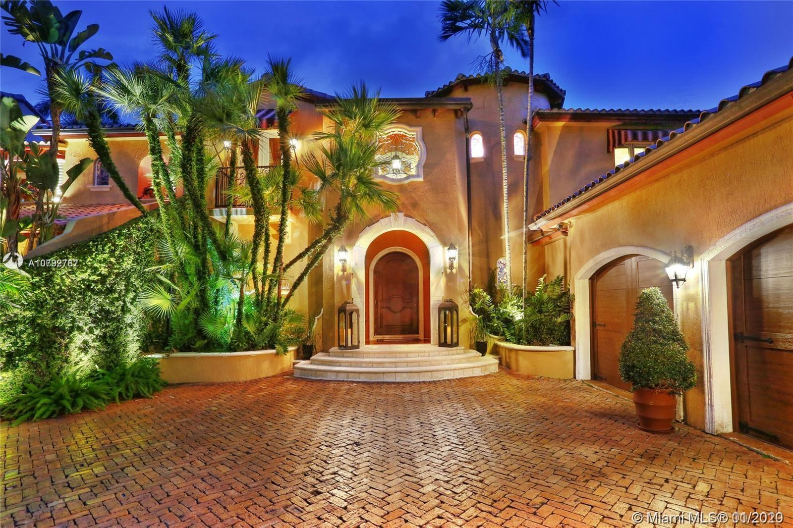 Stunning Spanish Villa - A rare opportunity to enjoy the exclusive guarded/gated Hammock Oaks with d