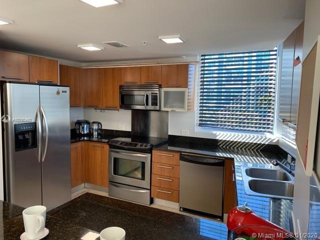 Exceptional 3 bedrooms 2.5 bathroom 1611 sq. ft. apartment in Aventura! Great location! Across the s