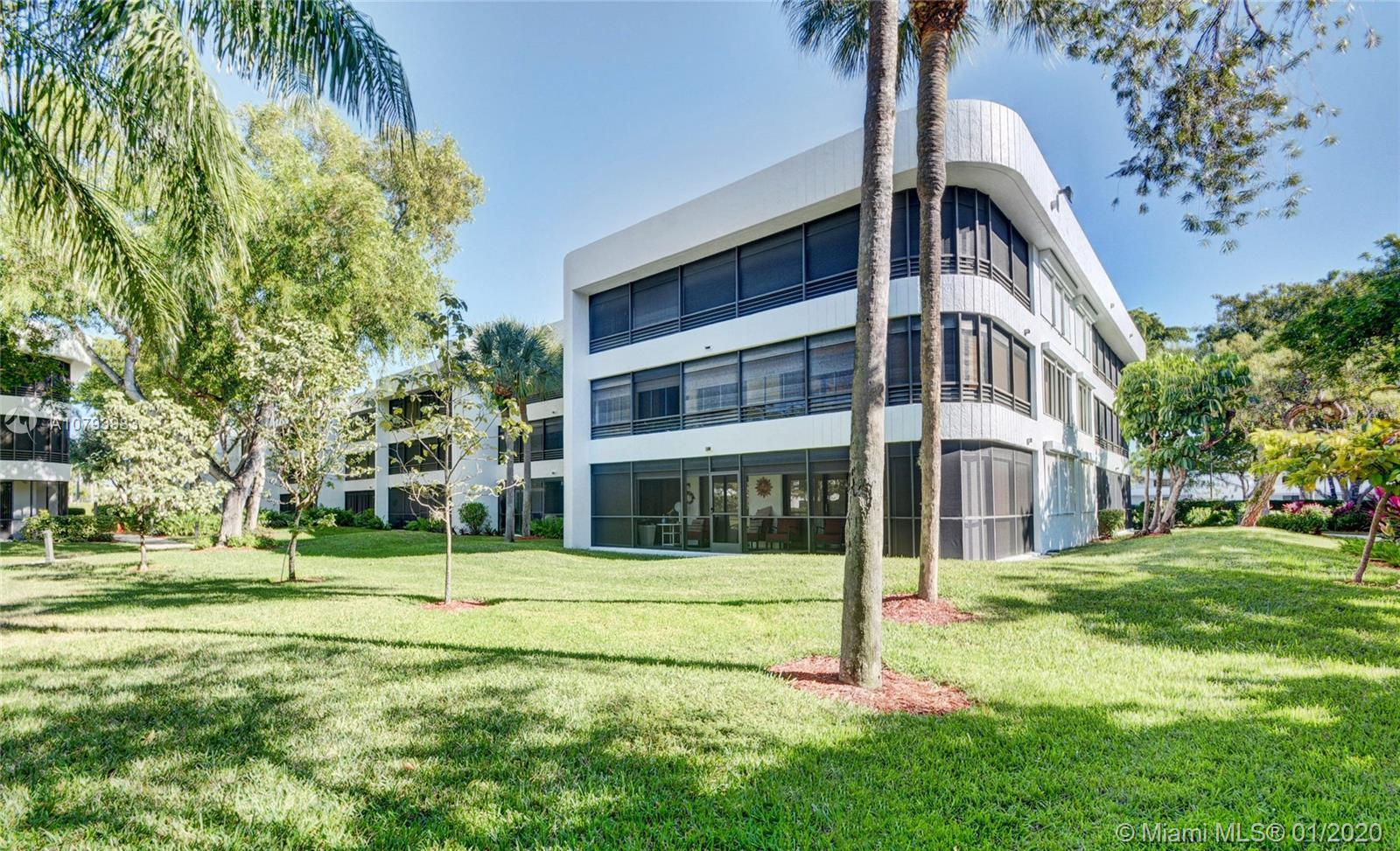 Spacious 2 bed 2 bath at Sheridan by the Beach - lovely community a mile from Hollywood Beach Broadw