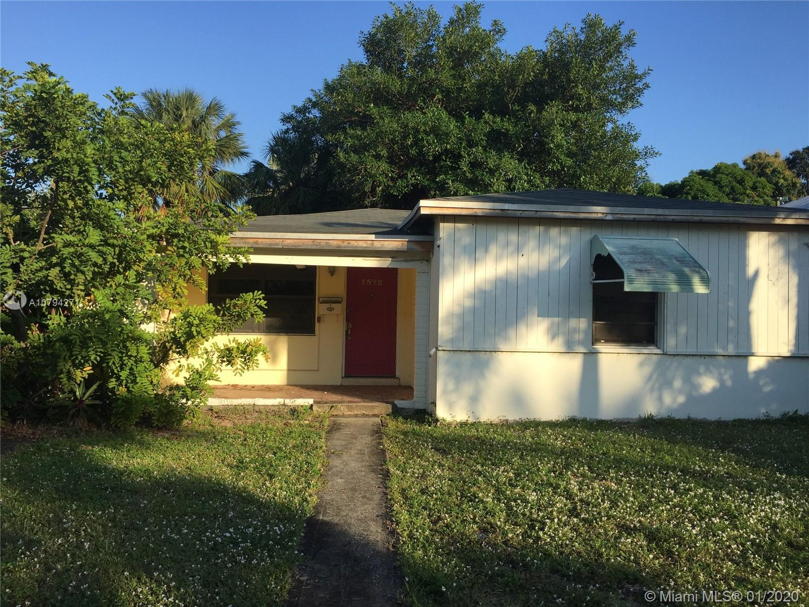 Prime opportunity in Poinsettia Heights for a spec home or end user!  This property comes with worki