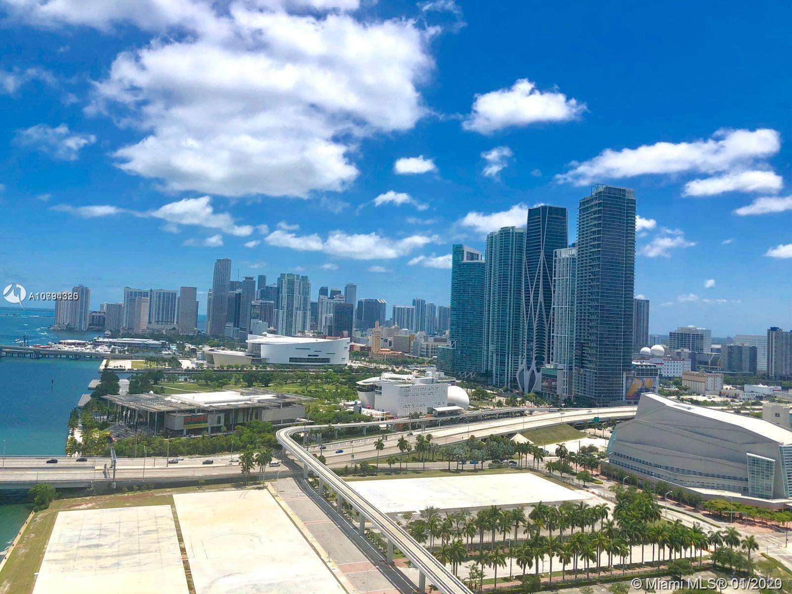 Beautiful recently fully remodeled spacious 1 bedroom/1.5 bathroom in the heart of Miami. European o