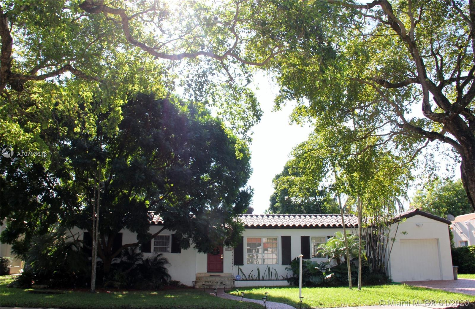 GORGEOUS HOUSE AT CORAL GABLES. 3 BEDROOMS, 2 FULL BATHROOMS, FAMILY ROOM, STUDIO. CREAM IVORY MARBL