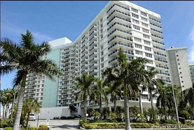 Building with a magic view! Oceanfront on Hollywood Beach. 1 bed + 1.5 baths, fully furnished and eq