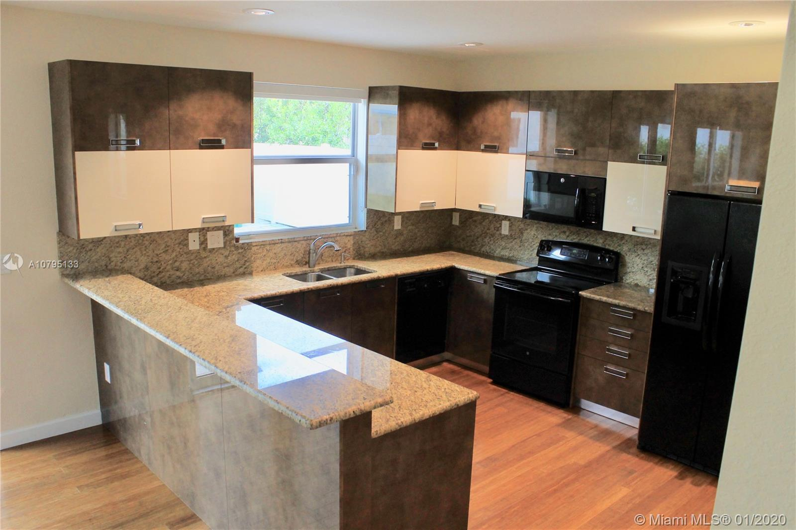 MOTIVATED SELLER! 4 Bed / 3 Bath PLUS Efficiency with Full Kitchen and Bathroom, Over a 5,200 SqFt L