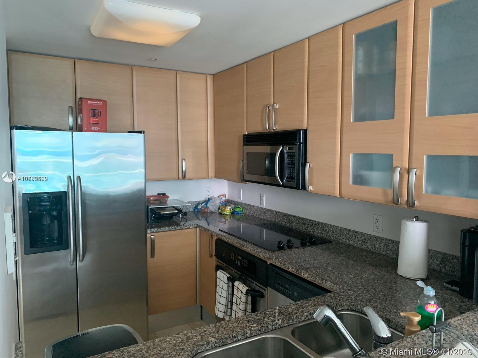 Location location!! Spacious and stunning 2 bedrooms / 2 bathrooms unit at the prestigious Skyline B