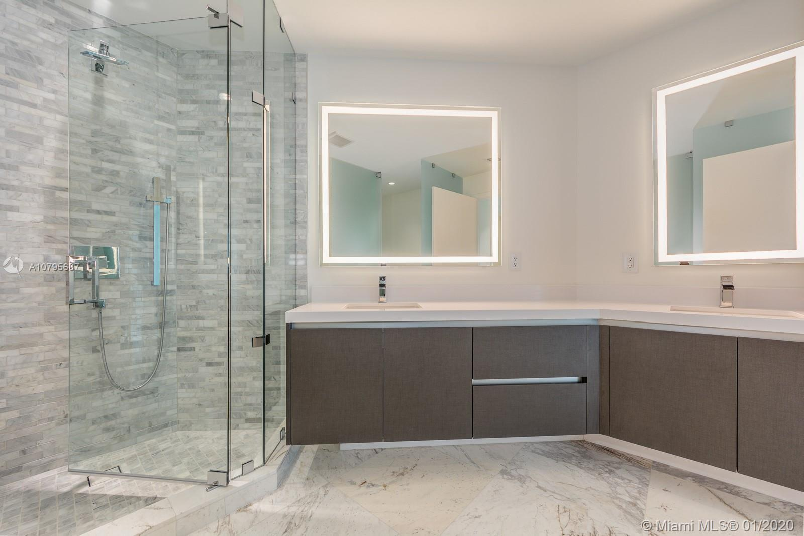 Luxury residence 2 beds + den/3 baths at Paramount Miami Worldcenter offering the Most Amenities in