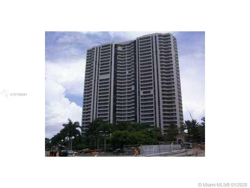 Spectacular apartment, 3 bedrooms 2 bathrooms, remodeled. Marble and Italian porcelain floors. 2 bal