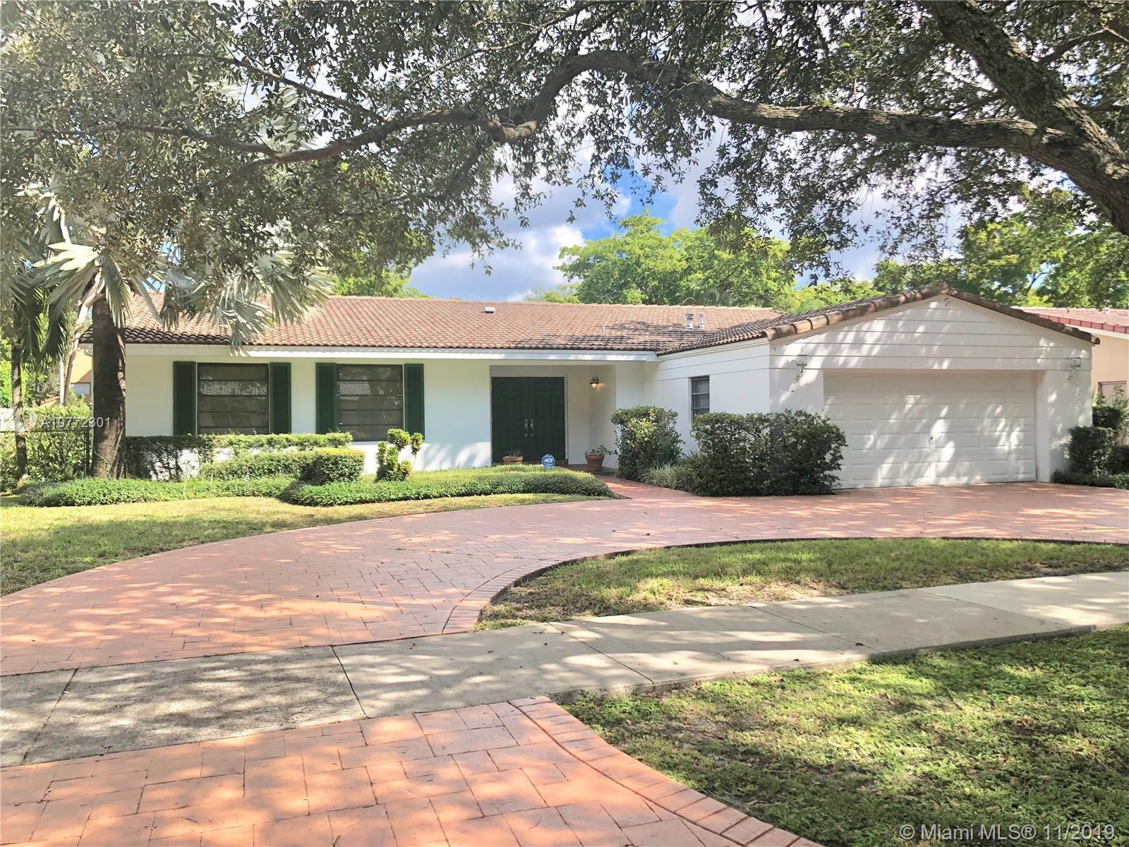 Come make this Miami Lakes pool home yours! Located in the quiet Eagle Nest neighborhood this home f