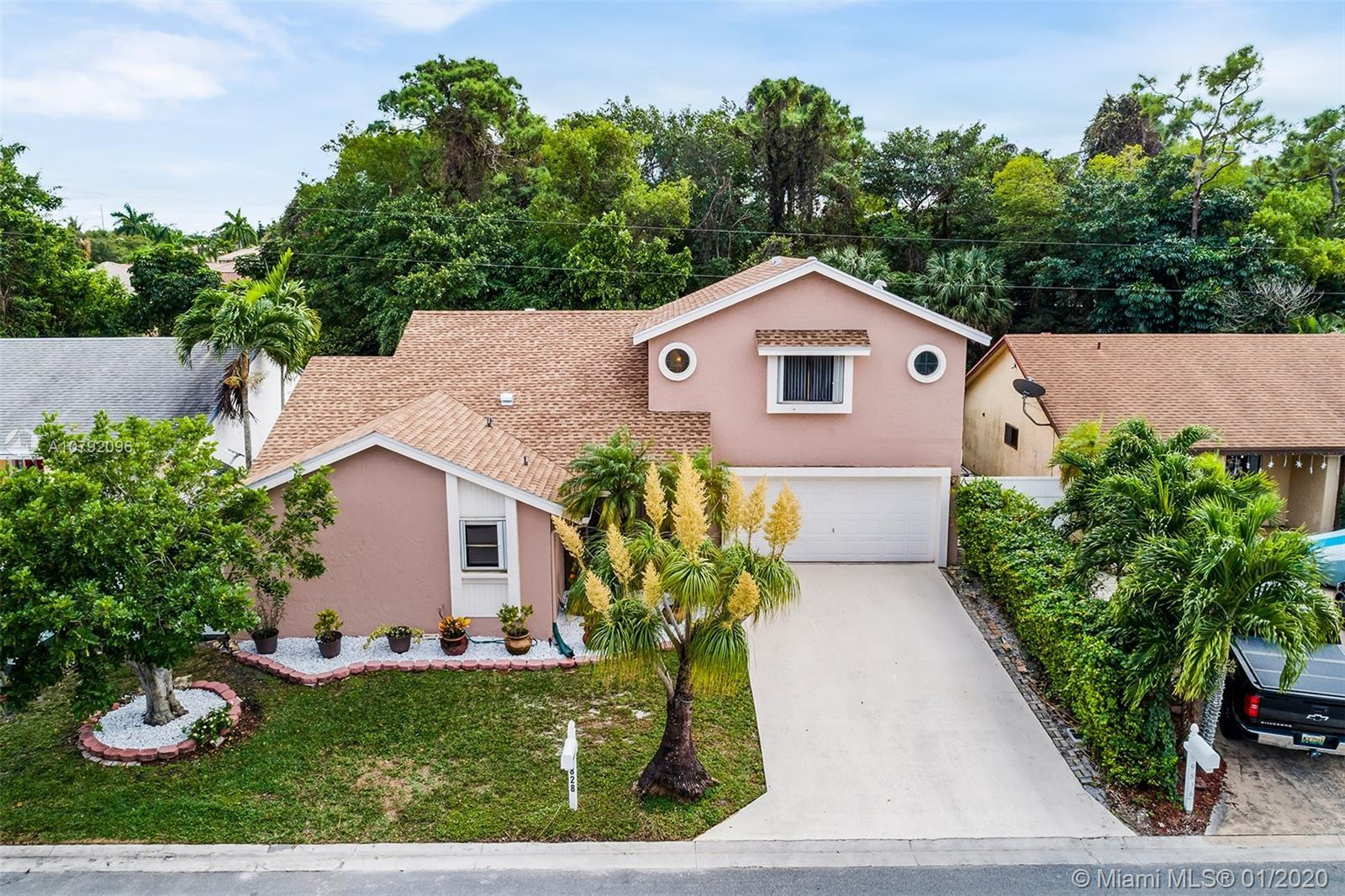 BOCA RATON BEAUTY!  THIS ABSOLUTELY CHARMING HOME WILL NOT DISAPPOINT! FEATURES INCLUDE OPEN FLOOR P