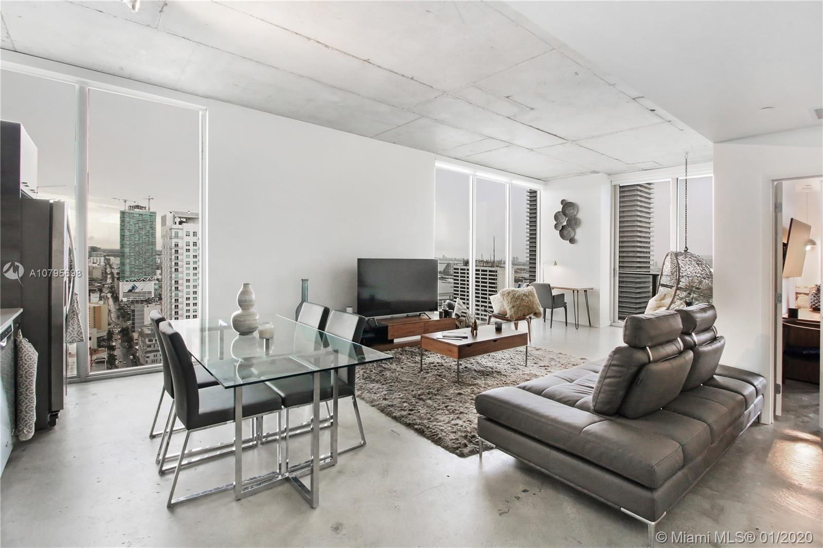 Huge Corner One Bed 34th floor, Panoramic bay & ocean water views, high ceilings, balcony, washer/dr