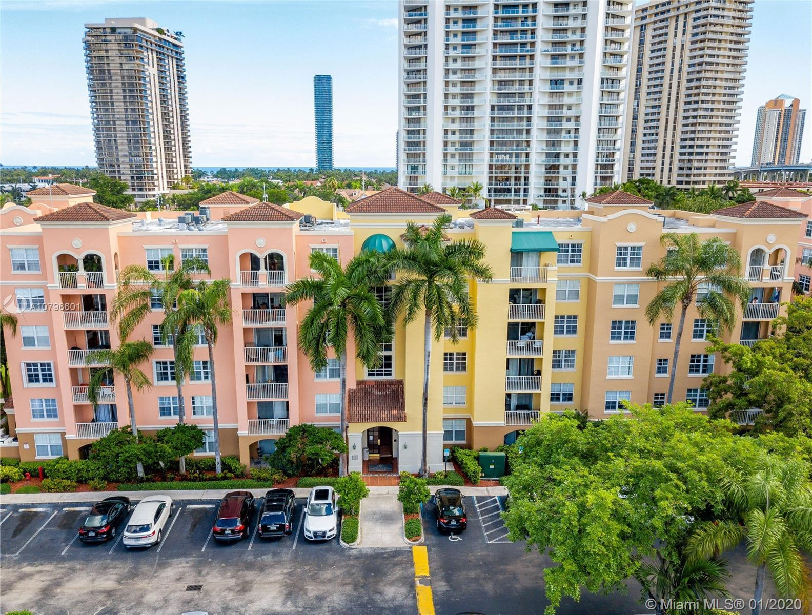 Beautiful 2 bedrooms 2 bathrooms whit great views of the water and Marina.Apartment was recently rep