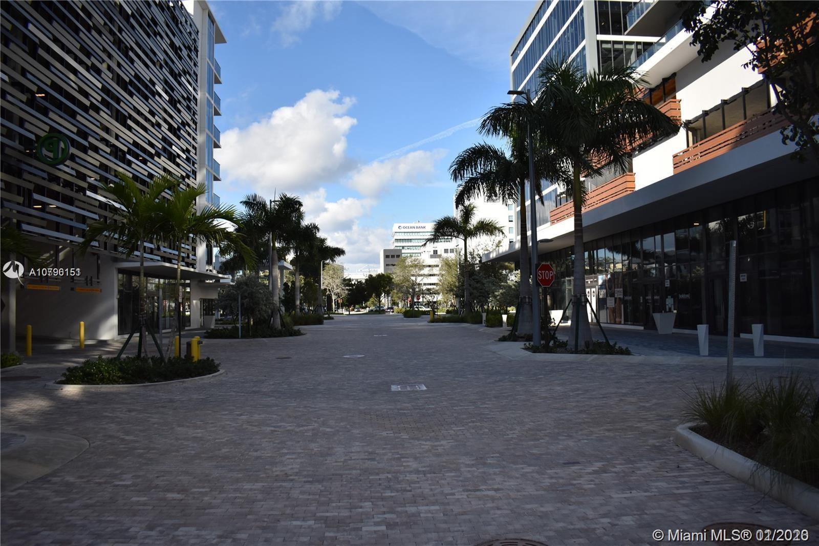 BEAUTIFUL UNIT IN THE HEART OF AVENTURA, LOCATION LOCATION!!! COME AND SEE THIS BRAND NEW BUILDING W