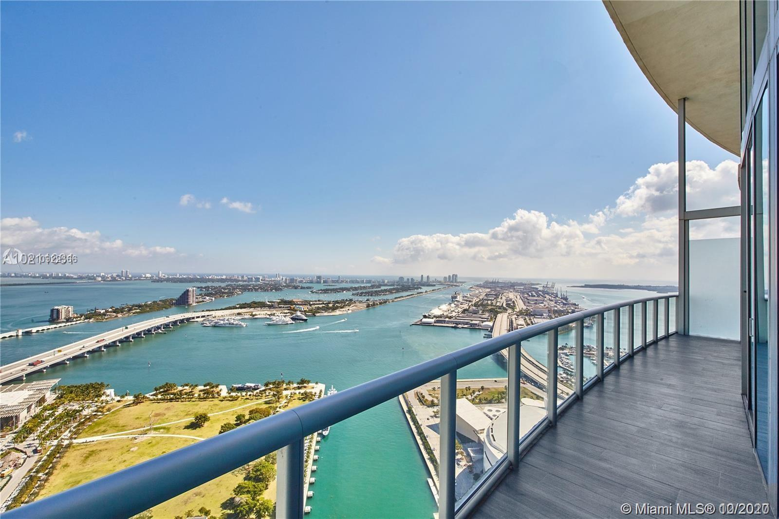 Spectacular view of the ocean, with an exquisite panoramic view of The Miami Port and all the cruise