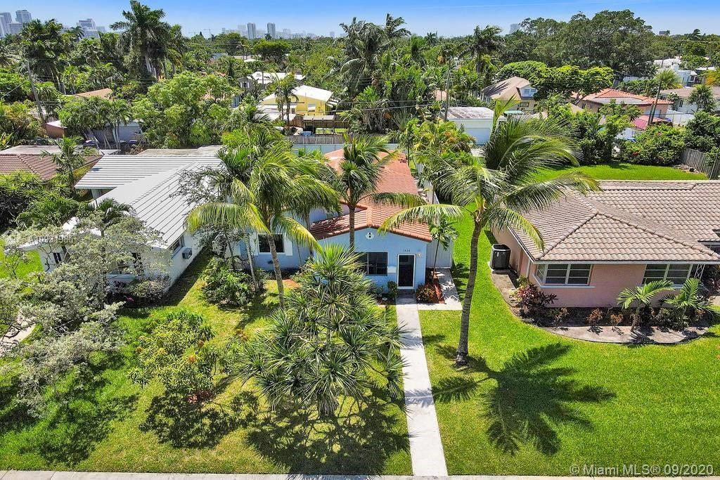 LOCATION, LOCATION!! Beautifully renovated 3/2 home in South Lake/Hollywood Lakes. Near I-95, Publix