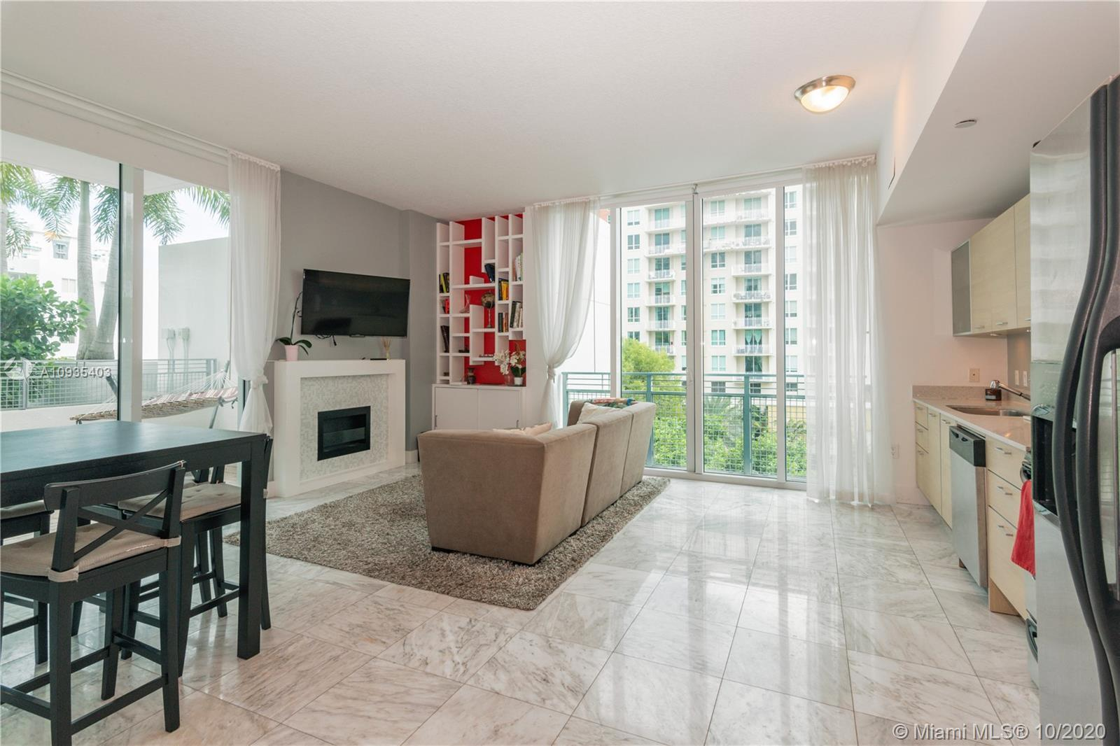 Excellent two-bedroom corner unit with spacious and bright open floor plan in Edgewater. Impressive