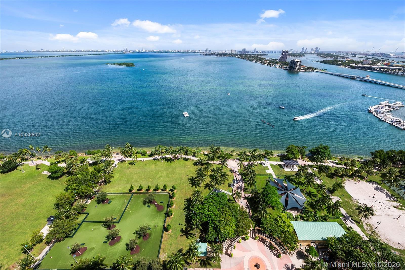 Spectacular water views from this beautiful 3-bedroom, 3-bathroom unit at 1800 Club. This house in t
