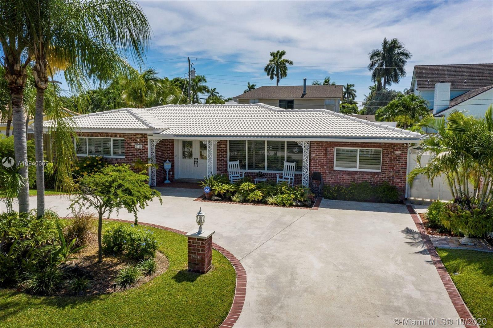 Beautiful and rarely available 2600+ sq ft under air, single story, 5 bed 3 bath pool home in desira