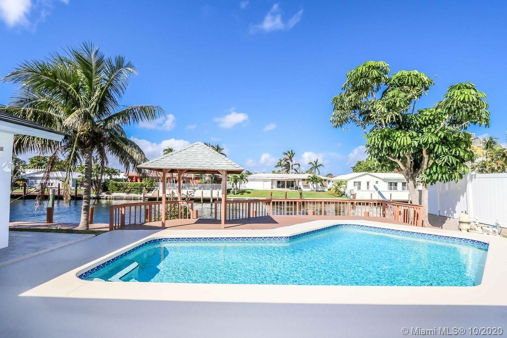 BACK ON THE MARKET!! Ocean access waterfront home with no fixed bridge in BERMUDA RIVIERA. Walking d