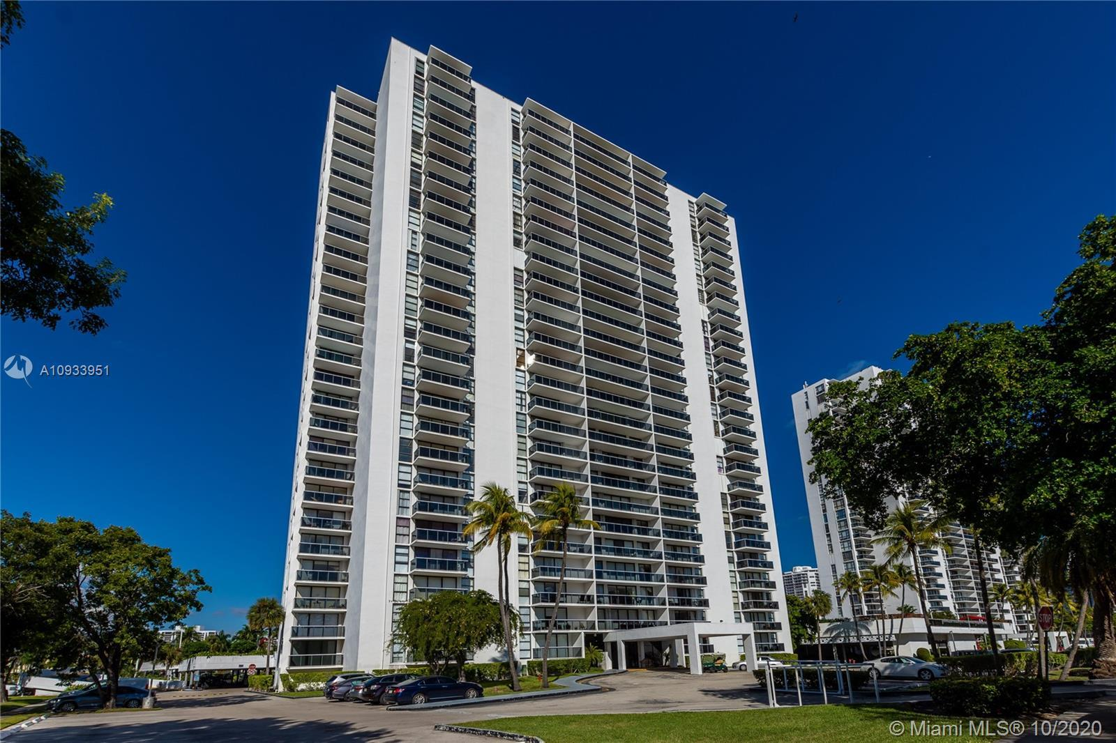 Beautiful unit, all tile through out, spacious kitchen with stainless steel appliances, marvelous vi