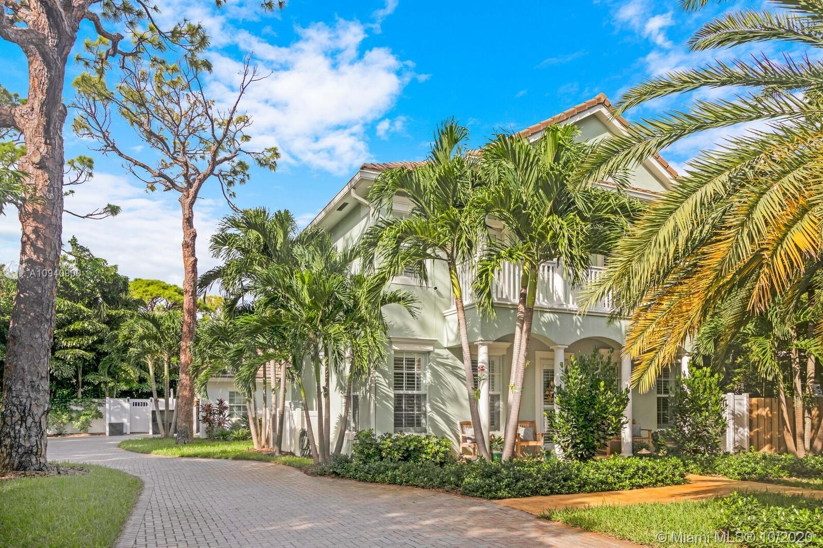LOCATION LOCATION!! SHORT WALK TO WILTON DRIVE for all amenities, gym, spa, parks, restaurants and s