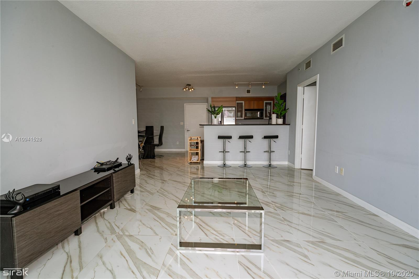 Beautiful 2 bedroom 2 bathroom split plan condo with views of Biscayne Bay, Port of Miami, and Downt