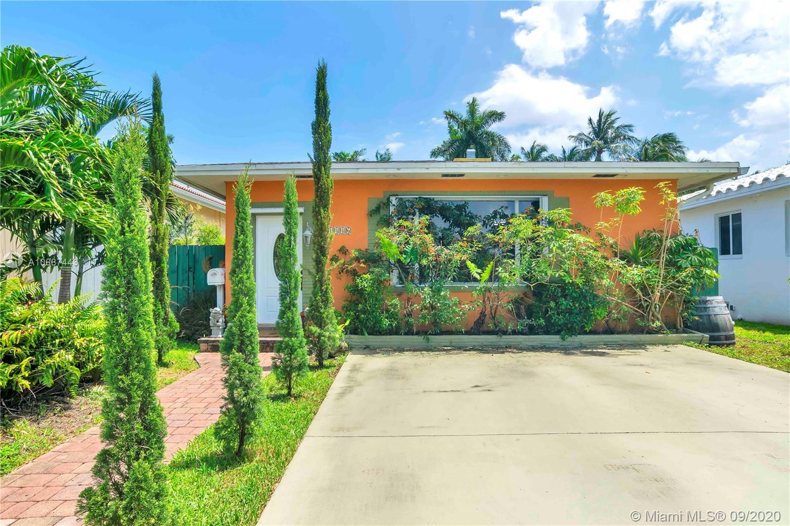 HOLLYWOOD LAKES GEM...SITUATED CLOSE TO THE FAMOUS HOLLYWOOD BROADWALK, BEACHES, DOWNTOWN, DINING AN
