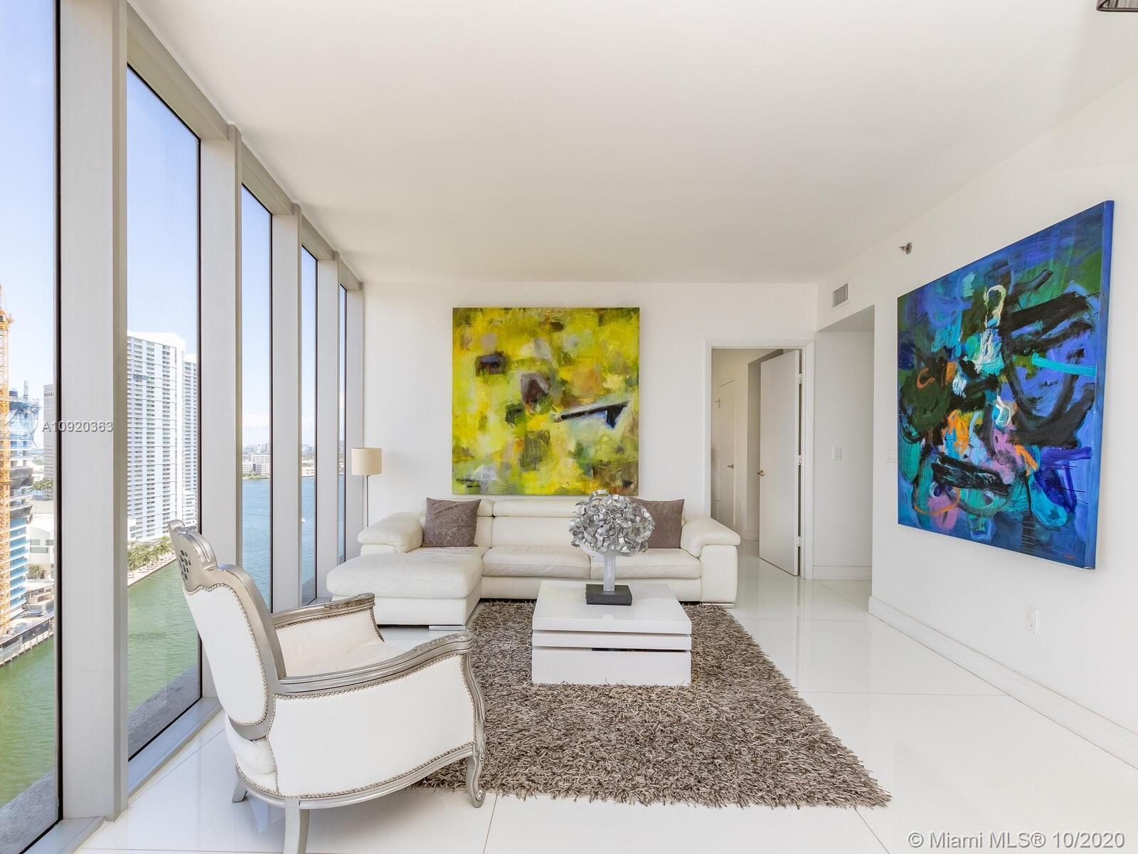 Water front Luxury corner unit 2Br/2 full baths, in the most desire complex in the Brickell area. Gl