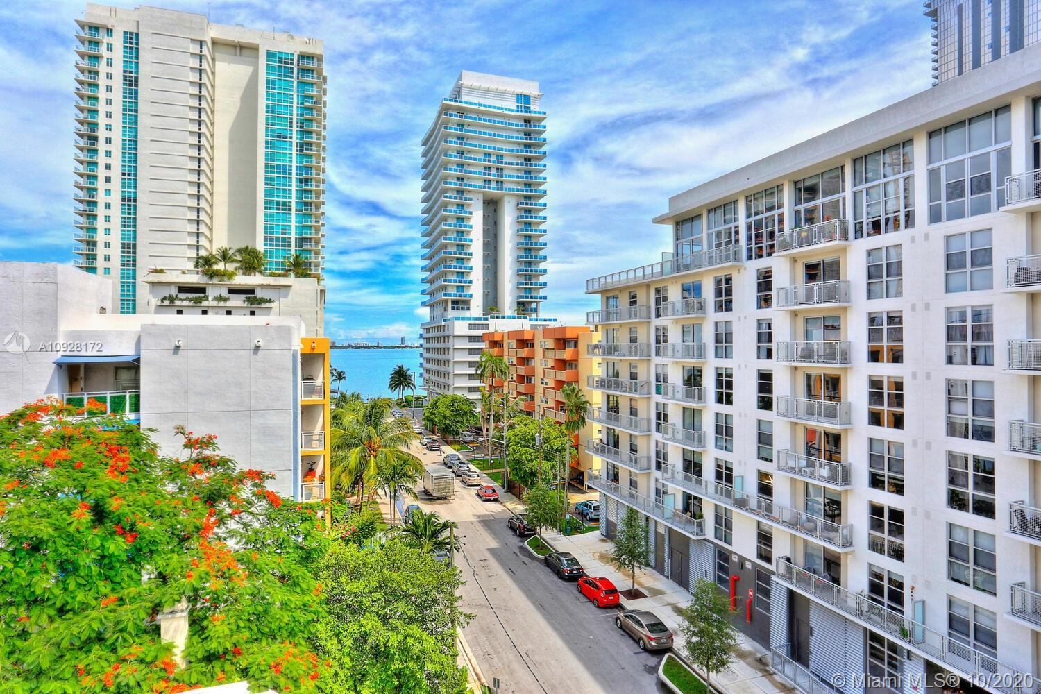 Chic, modern 2BR/2BA loft in Edgewater, walking distance to shopping, dining, bayfront parks, theate