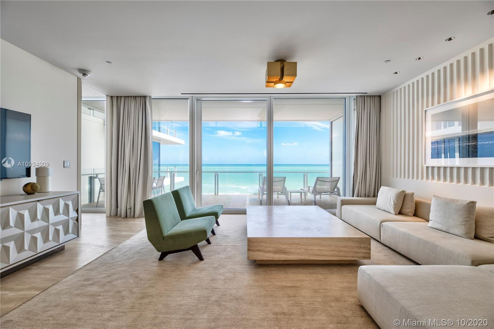 Four Seasons one bedroom plus den with king size sleeper sofa. Direct oceanfront Hotel Residence at