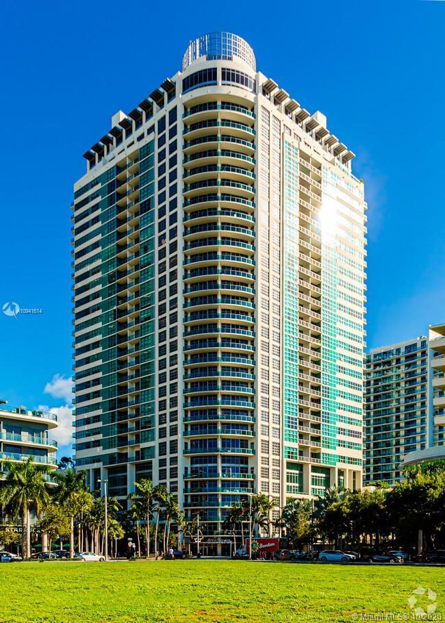 Spectacular  and spacious corner unit at 4 Midtown. Enjoy unobstructed views of Biscayne Bay, Miami