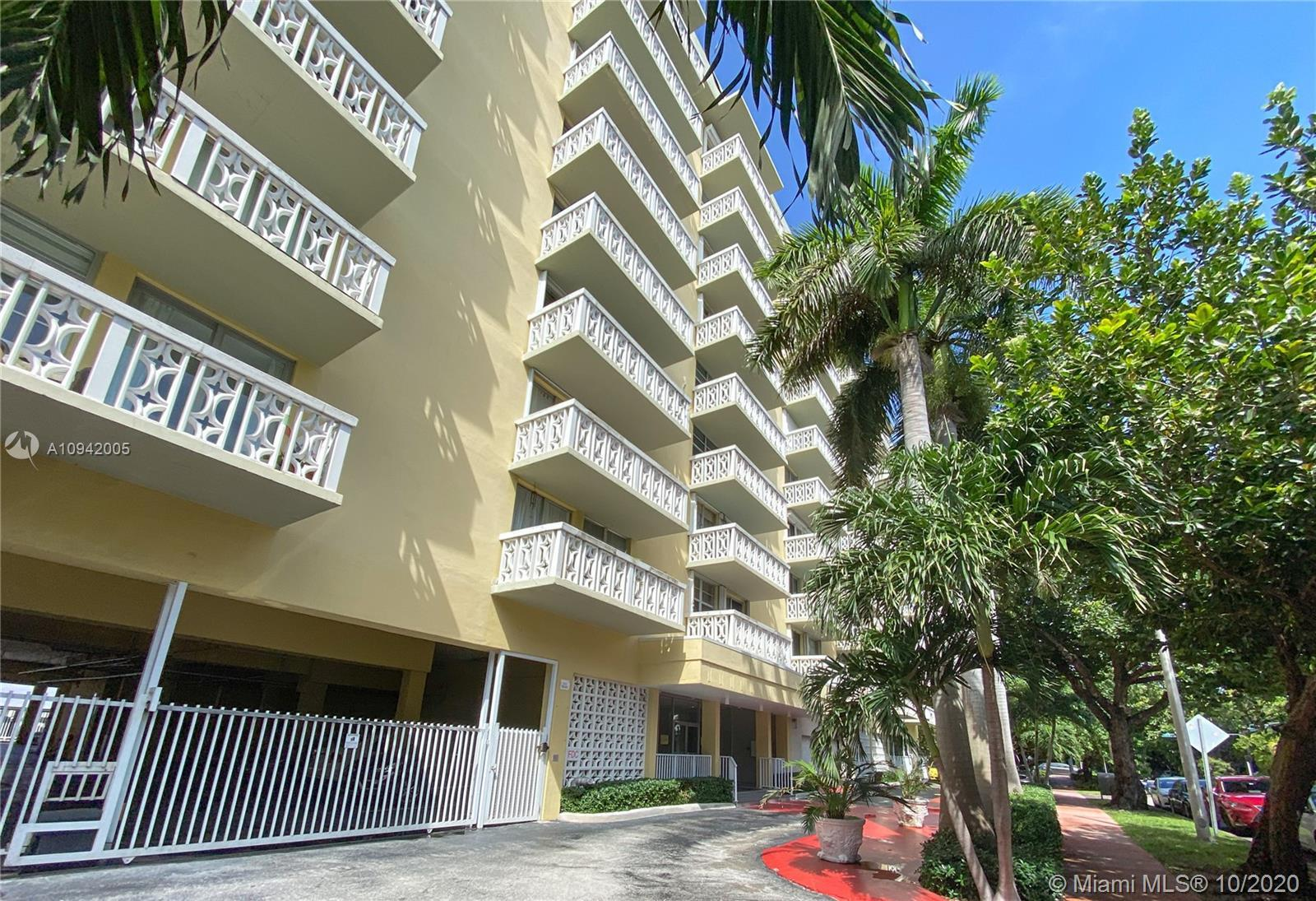Updated 1br/1.5bath in a prime South Beach location. Unit features a spacious floor plan with an ope