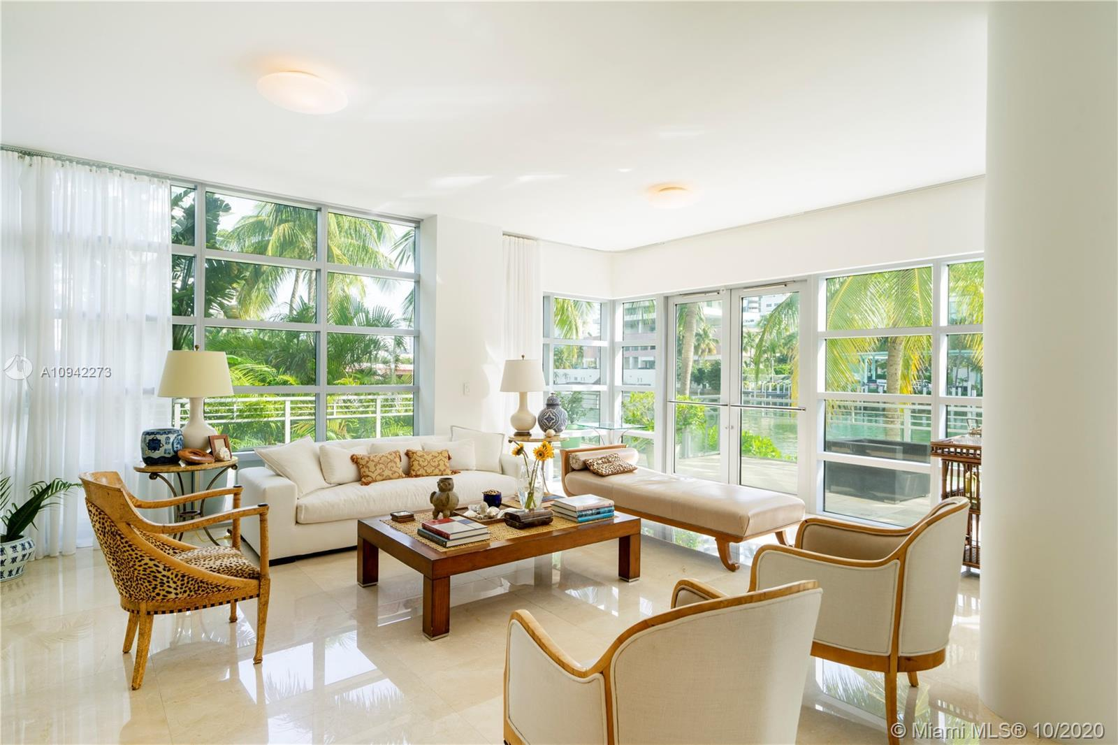 Gorgeous & chic 3bd, 3.5ba corner waterfront lanai in the premier Gorlin Building @ Aqua. Open 2,348
