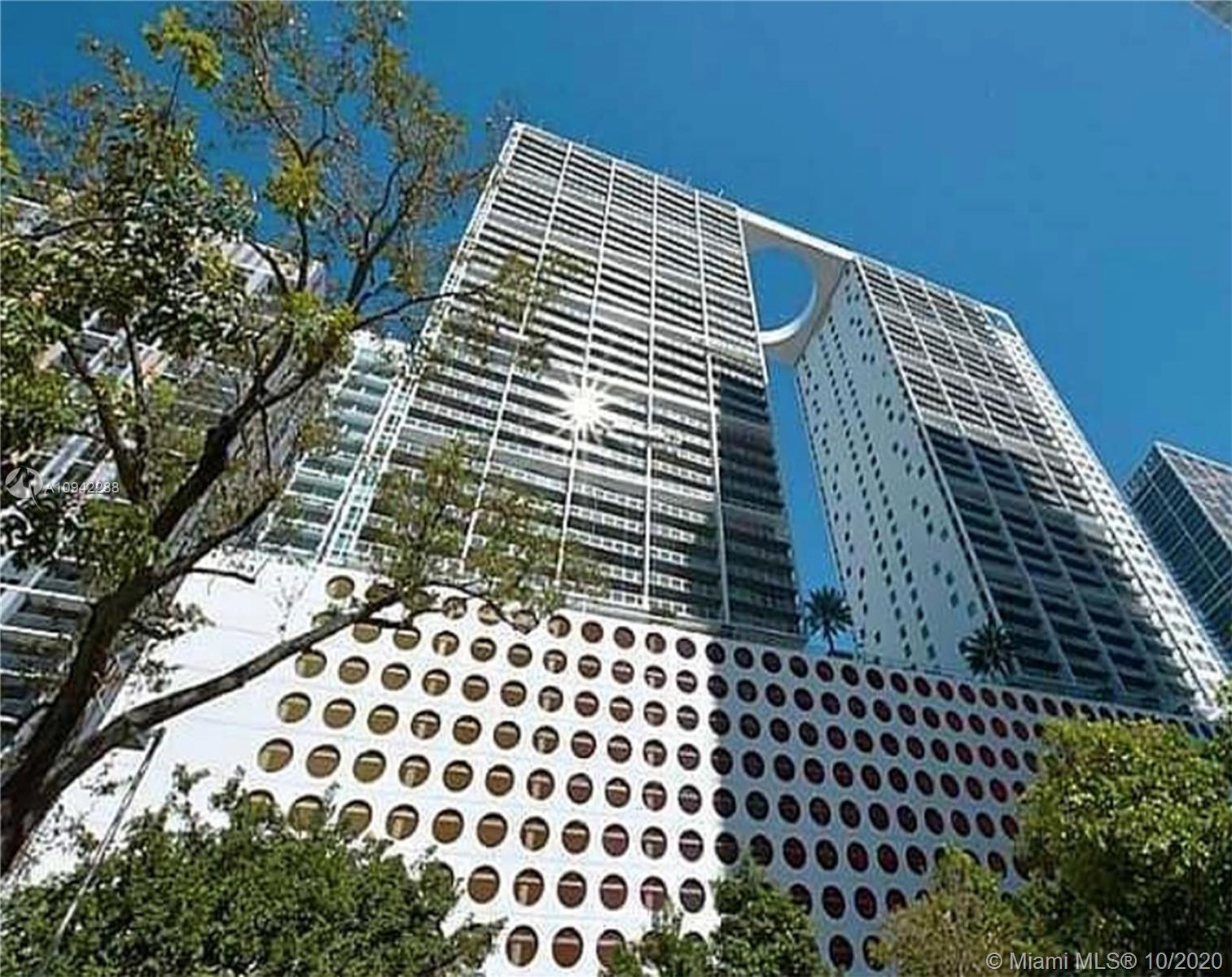 NICE 1 BED/1BATH UNIT AT 500 BRICKELL EAST. EUROPEAN KITCHEN W/ STAINLESS STEEL APPLIANCES AND QUARZ