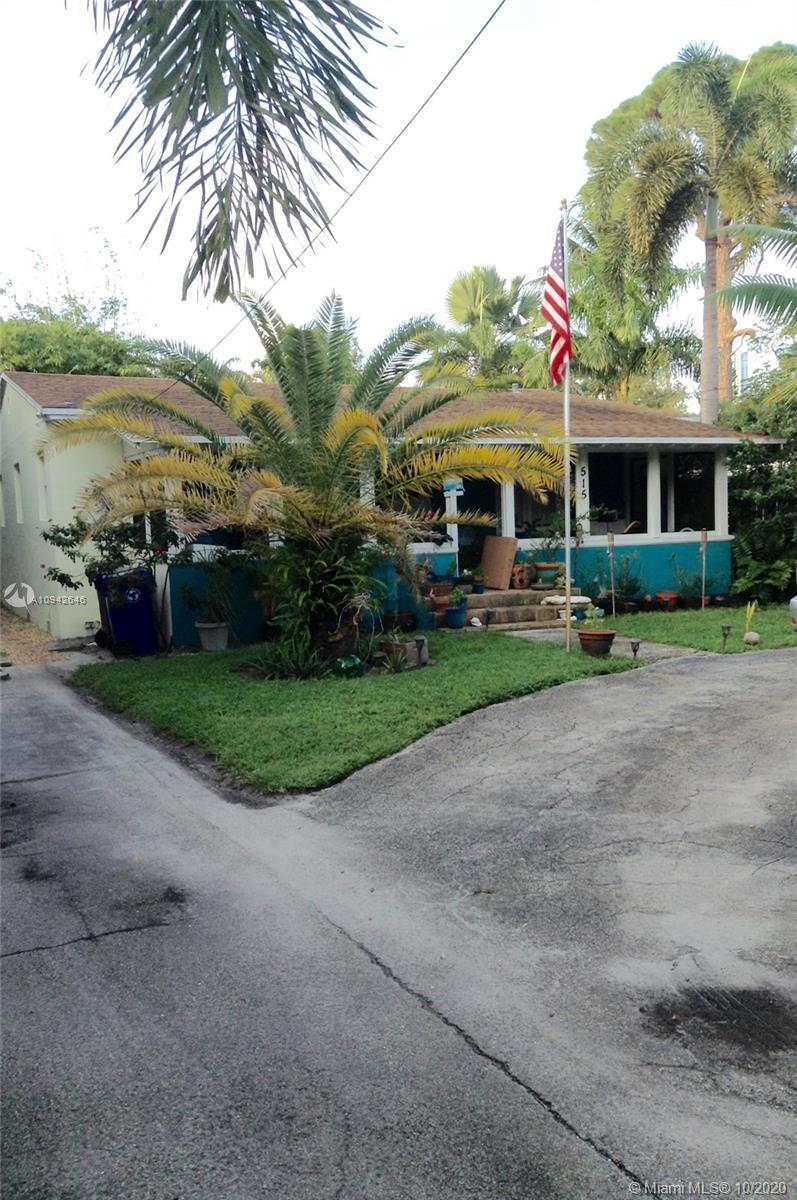 Great opportunity to own in Tarpon River/Pinewood. This home is priced to sell. Home features gigant